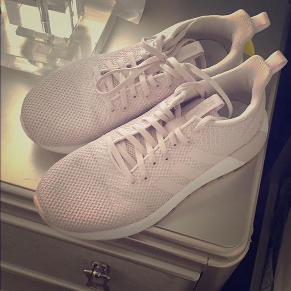 adidas Shoes - Adidas cloudfoam.